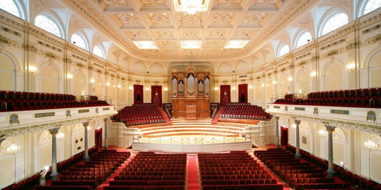 the perfect Sunday morning in Amsterdam is seeing the interior of the Concertgebouw