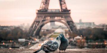 social customs in Paris