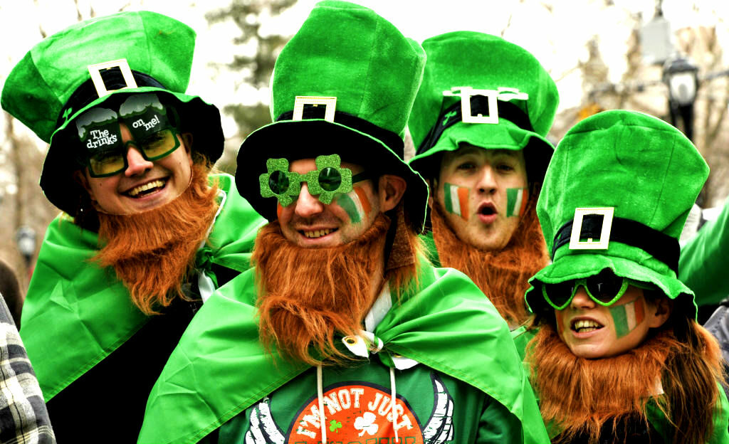 12 X IRISH FOUR LEAF CLOVER HATS SAINT PATRICKS DAY FANCY DRESS PARTY HEADWEAR