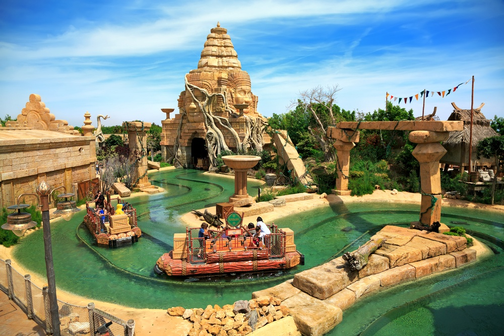 Caribe Aquatic Park is the ultimate waterpark near Barcelona, and is conveniently located at PortAventura as well.