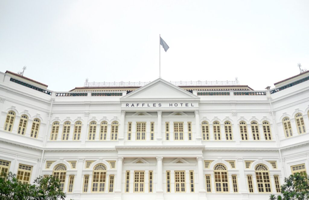 Raffles Hotel is one of the oldest buildings in Singapore