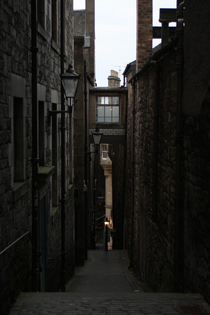 Tight alleyway in Edinburgh