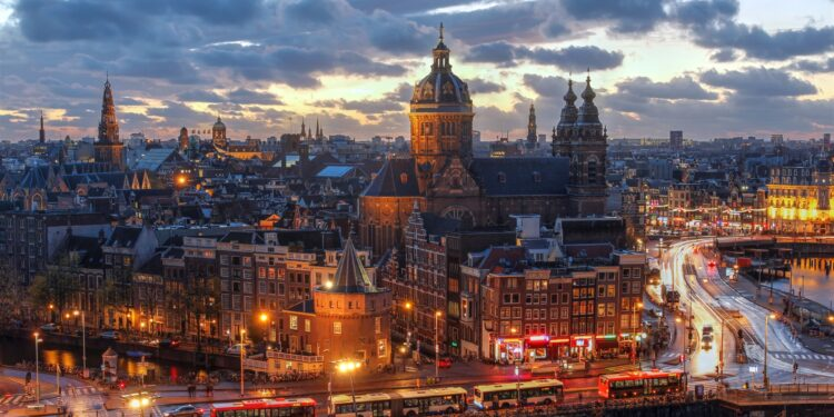 The Ultimate Guide to Navigating the Amsterdam Nightlife Like a Local