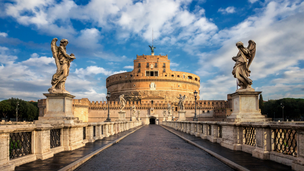 Even the Colosseum gladiators would've been impressed by the monumental Castel Sant'Angelo.