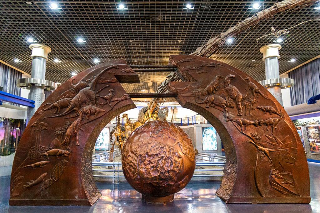 Huge dinosaur fossils at Beijing Museum of Natural History