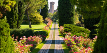 The Most Beautiful Italian Garden: A Count's Guide to Parco Giardino Sigurtá