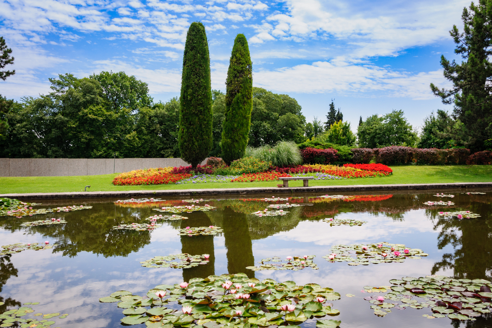 The famous floating flowerbeds of Parco Giardino Sigúrta.