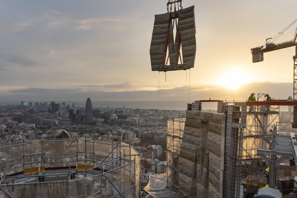 An outside view of the Sagrada Família being constructed.